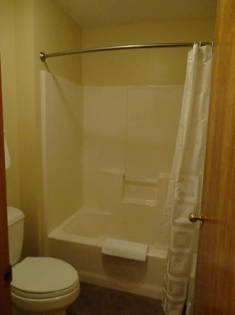 Northway Motel: Balcony Bath/Shower Room