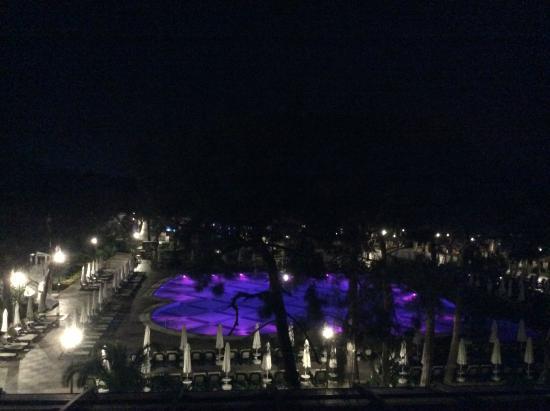 pool bei nacht aussicht vom balkon picture of nirvana lagoon villas suites spa beldibi. Black Bedroom Furniture Sets. Home Design Ideas