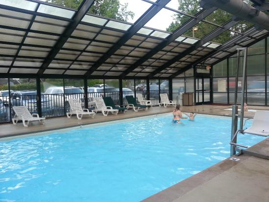 Black Bear Inn U0026 Suites: Nice Pool W/ Retractable Roof