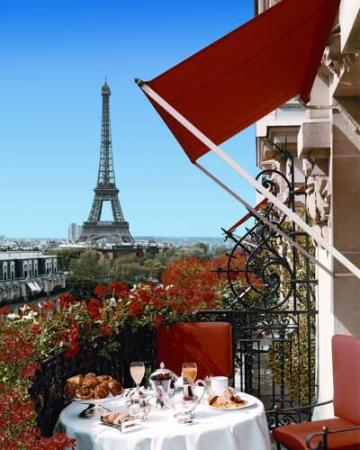 My room 39 s view picture of hotel plaza athenee paris for Best view of eiffel tower from hotel room