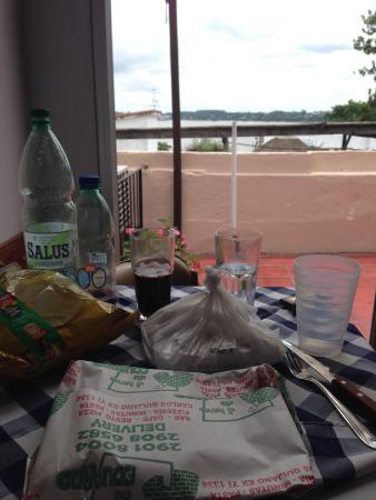 Posada del Rio : Common kitchen with a view