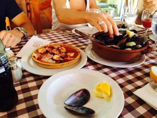 Meson del Rey: Great tapas with kind portions!