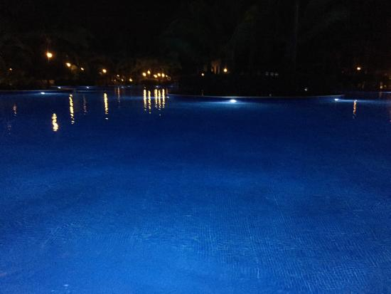 valentin imperial riviera maya the pool at night