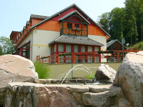 Hotel Studanka: A fountain close to the main building
