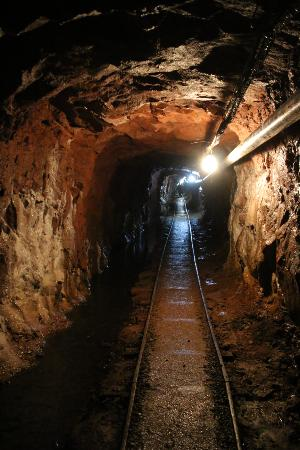 Bachelor - Syracuse Mine Tour: Tunnel in