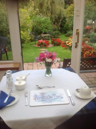 St Ann's House: Breakfast looking onto St Ann's gardens