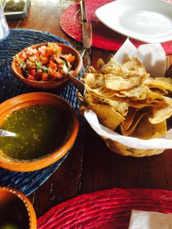 Los Braseros: Chips and salsa