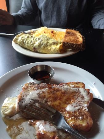 Gresham, Oregón: Berry French toast and omelette