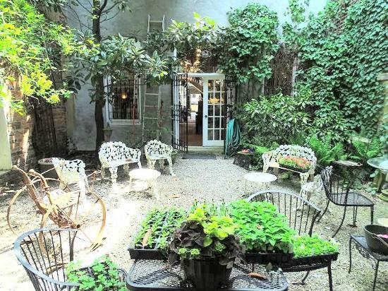 Γκρίνσμπορο, Βόρεια Καρολίνα: courtyard