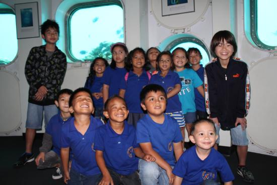Fish Eye Marine Park: グアムの子供達も一緒に。