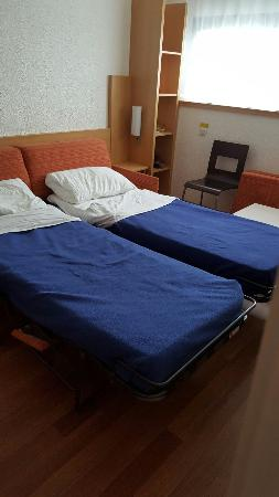 hotel ibis site du futuroscope chambre famille le canap lit se transforme en 2