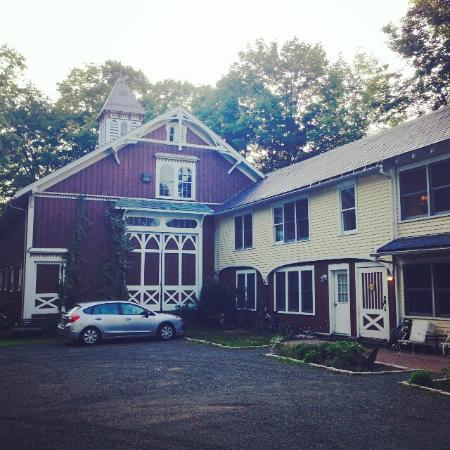 Black Walnut Inn: Outside
