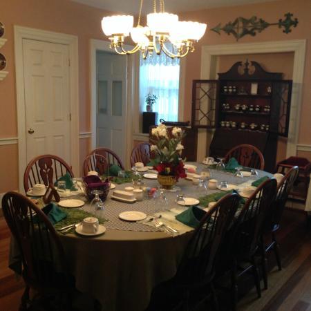 Black Walnut Inn: Dining Room