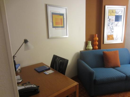 Fairfield Inn & Suites Asheboro: Entry-level furniture quality