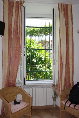 La Dolce Vita: Window looking out to garden
