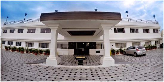 Hotel Seaface: Front View