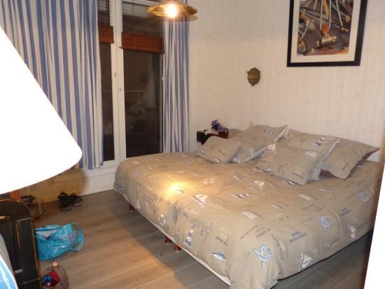 le grand lit picture of hotel beausejour tregastel tripadvisor. Black Bedroom Furniture Sets. Home Design Ideas