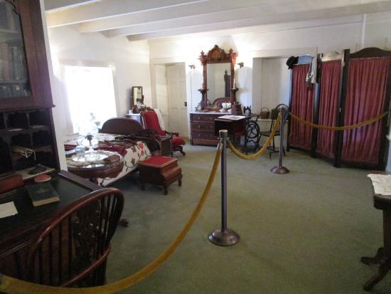 Rancho Los Cerritos: Bixbyu0027s Bedroom