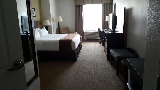 Holiday Inn Express Hotel & Suites Mitchell: First impressions