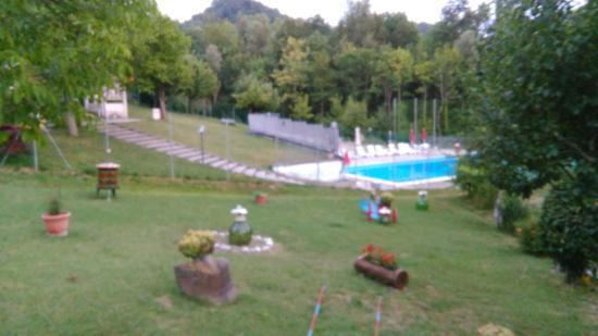 Autour de la piscine picture of gaggiola sant 39 agata - Autour de la piscine ...