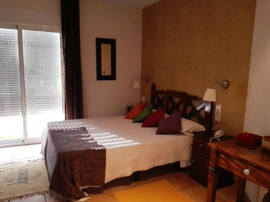 Santuario San Jose: Habitación con cama de matrimonio y terraza