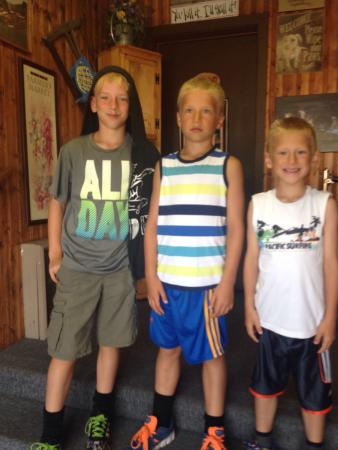 The Big Bend Cafe: Mom is happy because boys are full!