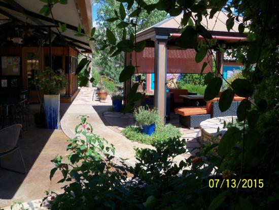 Riverbend Hot Springs: partial view of gazebo area