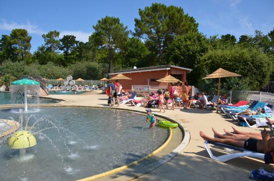 Espace piscine picture of camping le palace soulac sur for Camping dives sur mer avec piscine