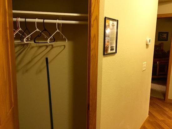 Eagle Waters Resort: coat closet in entryway