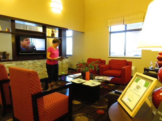 Comfort Inn Shelby: View of lobby sitting area...one of several.