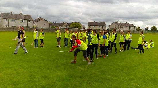 Kilkenny, Irland: Bunch of Ohio students enjoying the tour