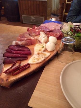 Nettuno, Ιταλία: Ragazzi senza parole..Le birre sono super!Taglieri, carne di prima qualità..Il posto è grande e