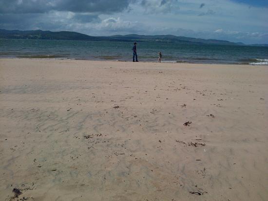 Buncrana Beach: Beautiful Peaceful white sands..