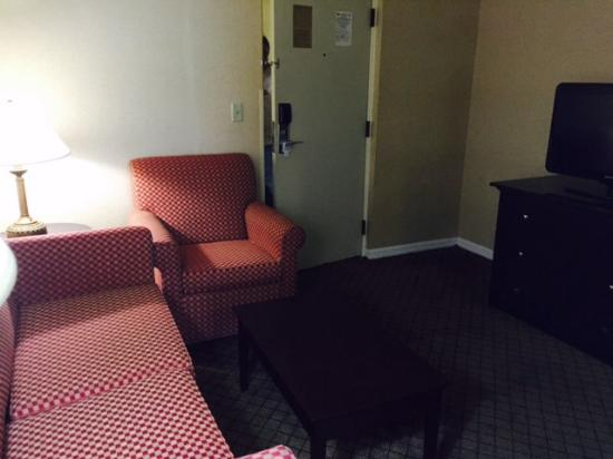 Holiday Inn Express & Suites Bradenton West: Living room area