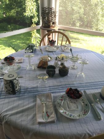 Buckland, MA: Truly spoiled with table settings like this every morning.