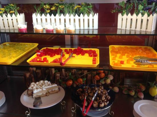 Buffet Time: Cakes and Jelly