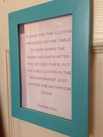 Cloudside Inn: Clean the bathroom