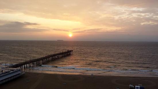 Best Western Plus Sandcastle Beachfront Hotel: Sunrise