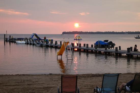 Appeldoorn's Sunset Bay Resort : Beach Area