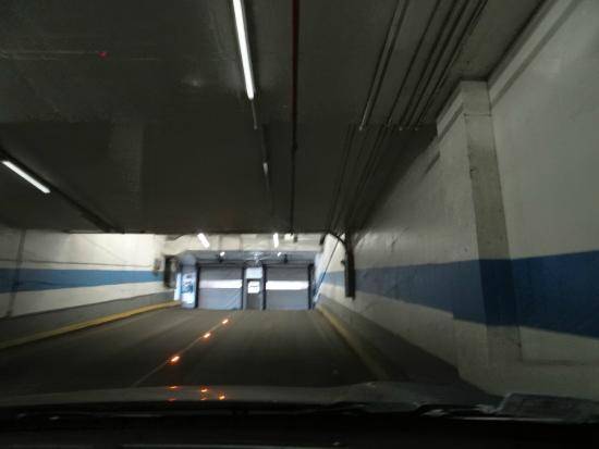 Delta Hotels Montreal: garage exiting