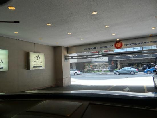 Delta Hotels Montreal: Garage