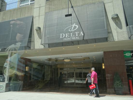 Delta Hotels Montreal: hotel front