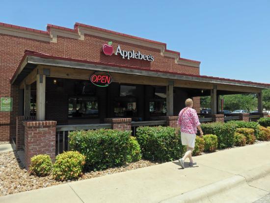 Applebee's side entrance