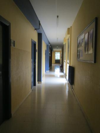 Albergue Juvenil Oncineda de Estella: Corredor do albergue