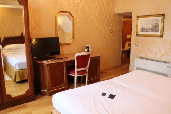 The Boscolo Hotel Bellini : Our room