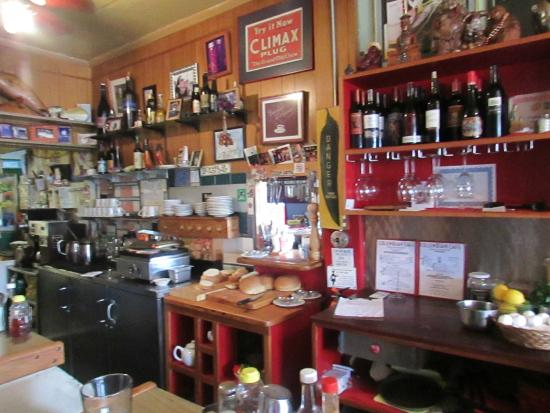 Columbian Cafe : Behind the counter