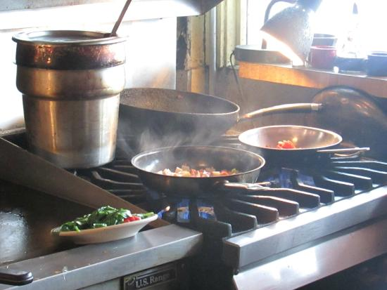 Columbian Cafe : Our meals being prepared