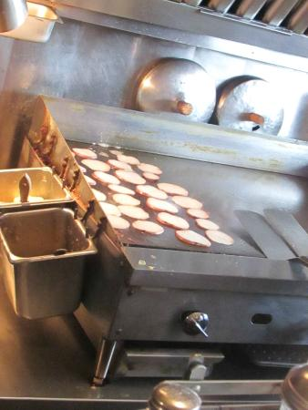Columbian Cafe: Potatoes on the griddle