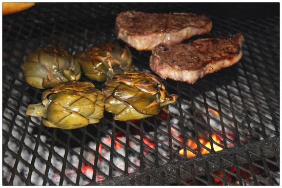 Palisade, CO: Strip steaks and grilled artichokes...yum