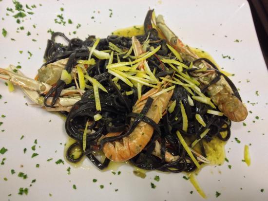 Cruditè di ostriche e tartufi,tagliolini al nero di seppia con ...